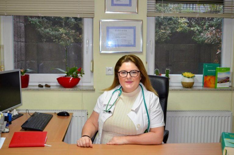 Julijana Stoeva im Büro